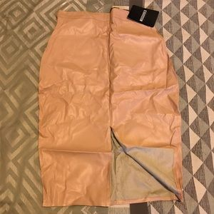 Nude leather skirt with pockets